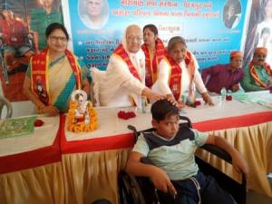 Narayan seva_Disable people 12